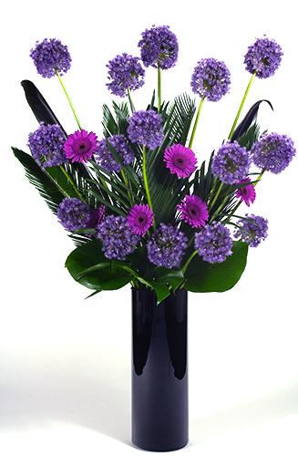 Alium-and-gerbera-vase